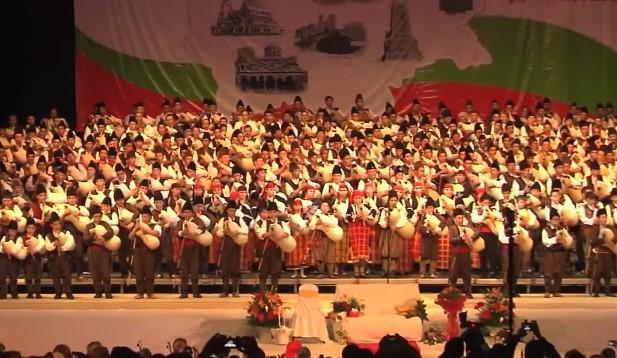 Нов български рекорд на Гинес! Вижте и се насладете на емоцията с 333 каба гайди! (ВИДЕО)