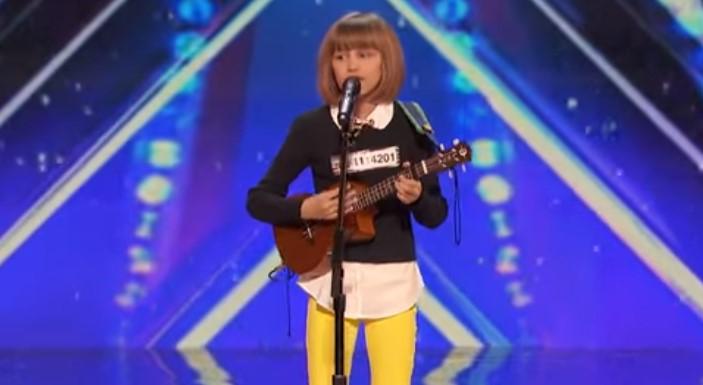 Журито не можа да повярва, когато това 12-годишно момиченце започна да пее. А вижте и реакцията на залата! (ВИДЕО)