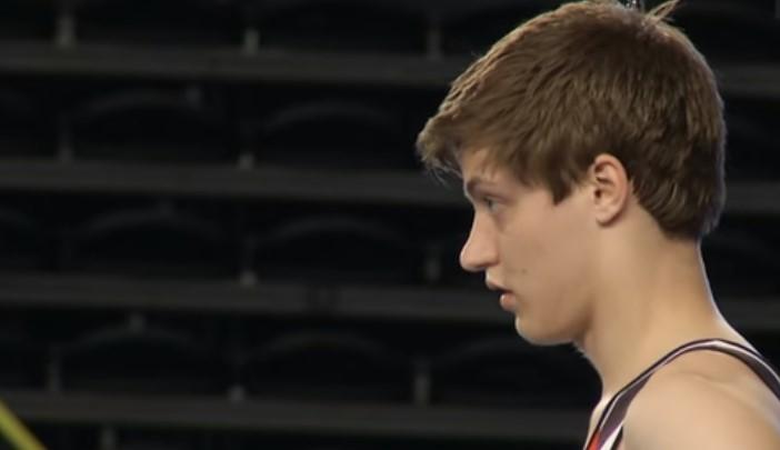 Акробатиката не е за всеки. Вижте невероятното изпълнение на този млад състезател! (ВИДЕО)