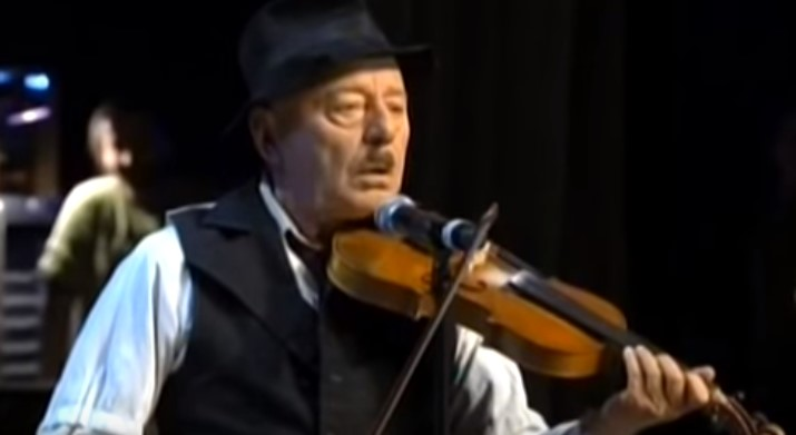 Поклон! Нека си припомним едно от незабравимите изпълнения на великия Тодор Колев! (ВИДЕО)