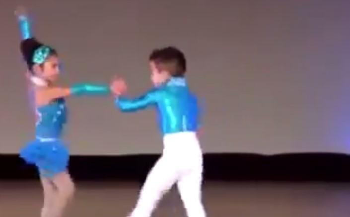 Тези деца смаяха всички с танца си! Вижте изпълнението им! (ВИДЕО)