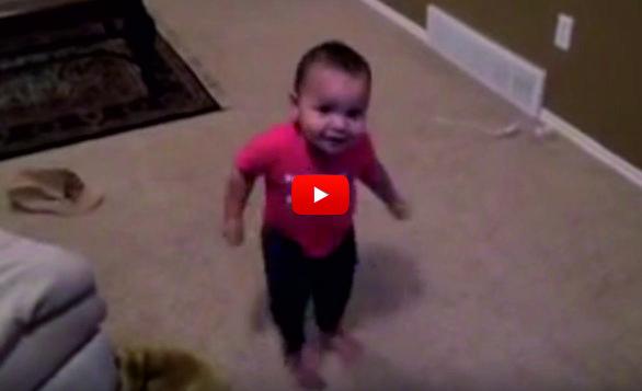 СТРАХОТНА гледка! Бебенце на една годинка танцува САЛСА! НЕВЕРОЯТЕН БОНБОН, трябва да го видите! (ВИДЕО)
