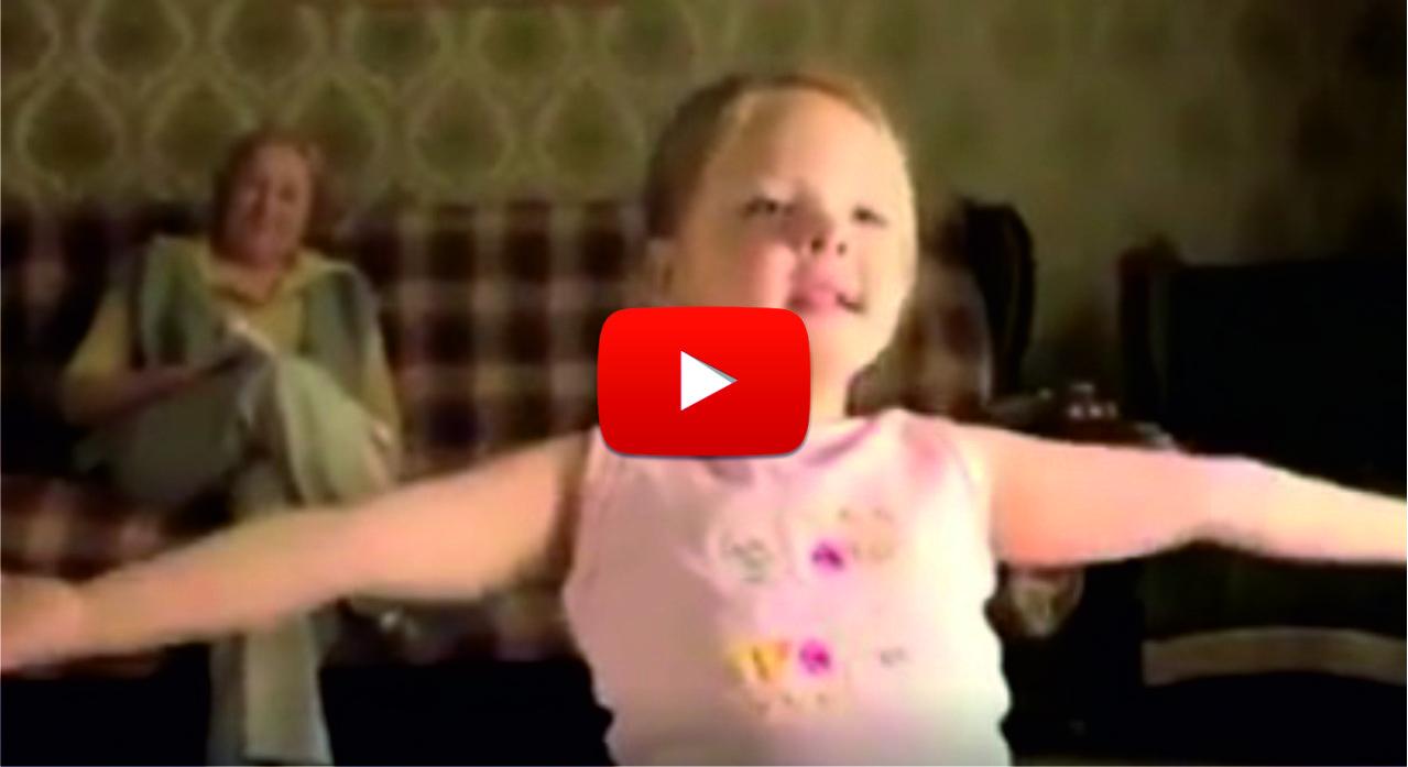 Бабата на това малко момиченце забеляза, че то гледа и копира движенията на гимнастичката в телевизора. И реши да направи нещо по въпроса! (ВИДЕО)