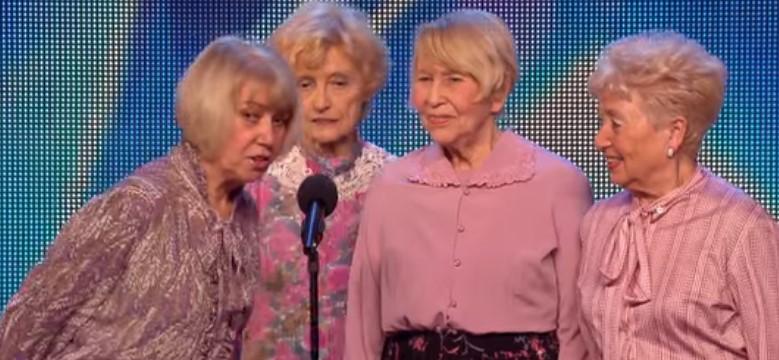 Прекрасно забавление! Публиката остана изумена, когато тези готини 4 баби превзеха сцената! (ВИДЕО)