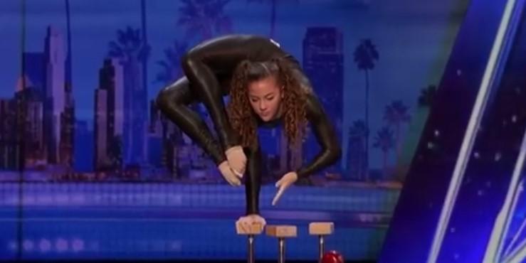 14-годишно момиче удиви света като стоеше на ръце и ядеше ябълка с краката си! Но публиката направо изригна, когато й донесоха лък и стрела! (ВИДЕО)