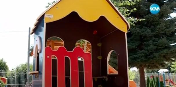 Майка сложи скрит микрофон на 2-годишното си дете и го прати на детска градина. След това чу невъобразими неща! (ВИДЕО)