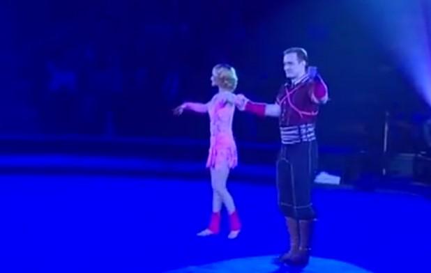 Невероятни са! Не пропускайте това страхотно акробатично изпълнение на тази хубава двойка! (ВИДЕО)