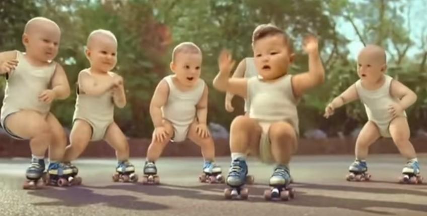 Ще се спукате от смях! Вижте как тези бебета побъркаха Интернет! (ВИДЕО)