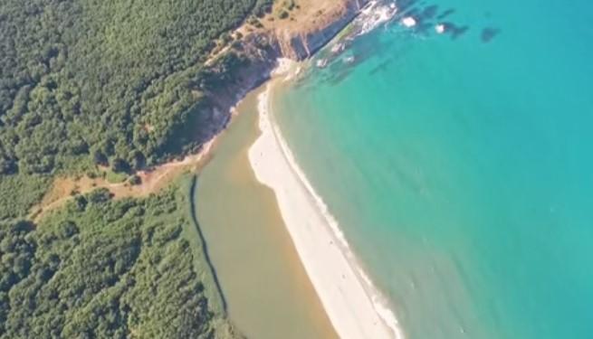 Ето това е българската красота! Изумителни кадри над Синеморец, заснети с помощта на дрон! (ВИДЕО)