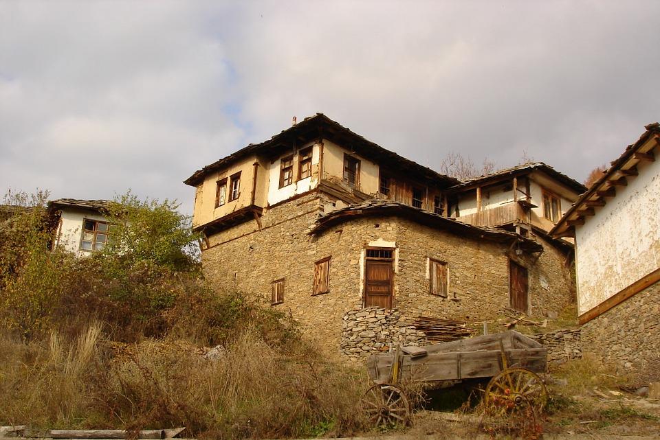 Чудо на родолюбието: Българи възстановиха забележителност високо в Родопите!