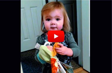 Бащата на това сладко малко момиченце го подкани да пее. ИЗУМИТЕЛНО какво се случи след това! (ВИДЕО)