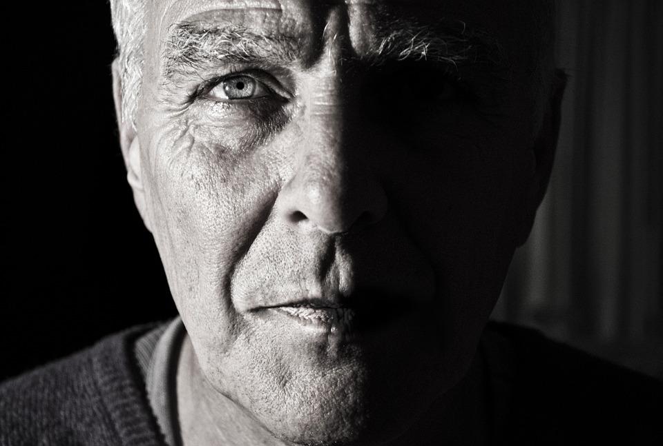 Научете кои са 15-те признака на един мъж, по които се разбира, че остарява!