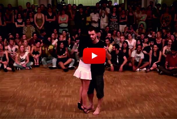 Тази танцуваща двойка разби ВСИЧКИ от кеф! Само погледнете какъв СПЕКТАКЪЛ сътвориха двамата! (ВИДЕО)