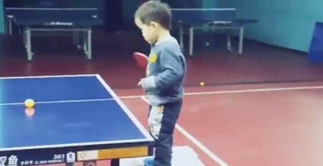 Не се чудете защо китайците са едни от най-добрите на тенис на маса. В това видео се крие отговорът! (ВИДЕО)
