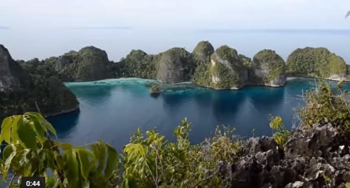 Не сте виждали такава красота! Феноменални гледки от островите Раджа Ампат! (ВИДЕО)
