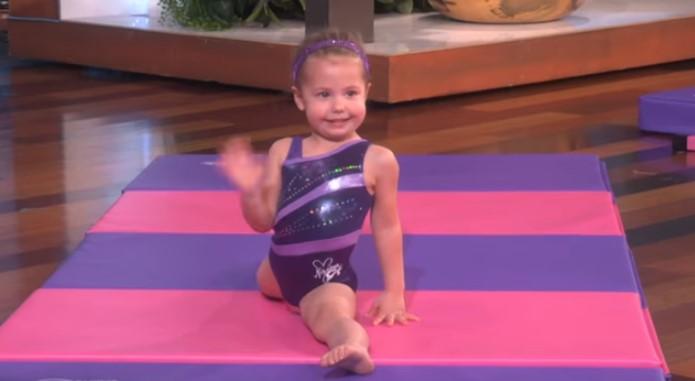 Това страхотно 3-годишно момиченце направи нвероятни неща на батута! Просто трябва да го видите! (ВИДЕО)