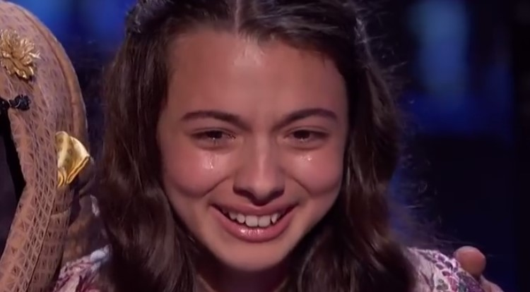 Това момиче смая публиката с прелестния си глас! Дори критиците онемяха, когато я чуха! (ВИДЕО)