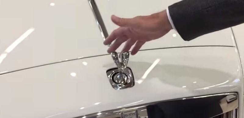 """Ето защо не можете да откраднете емблемата на автомобила """"Ролс-Ройс""""! (ВИДЕО)"""