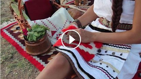 Българските ТРАДИЦИИ са живи! Това доказва този УНИКАЛЕН клип, заснет от млада българка край язовир Огоста! (ВИДЕО)