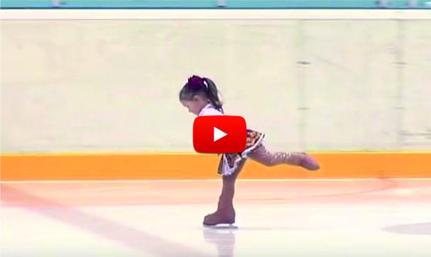 СТРАХОТЕН БОНБОН! Това момиченце е само на 2 годинки и половина, но направи ЧУДЕСА на леда! (ВИДЕО)