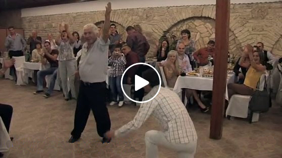НАСТРЪХНАХ! Тези прекрасни българи – добруджанци ще ви НАПЪЛНЯТ ДУШАТА от удоволствие! Как да не ги аплодираме – има защо! (ВИДЕО)