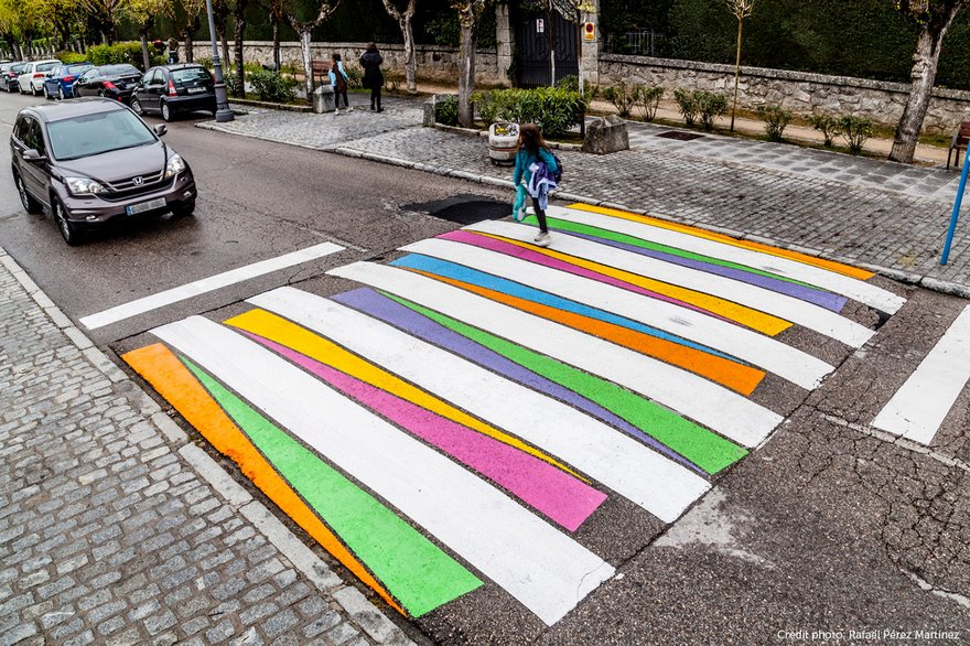 КРАСОТА! Пешеходните пътеки в Мадрид бяха ПРЕОБРАЗЕНИ, благодарение на БЪЛГАРИН-художник! (СНИМКИ)