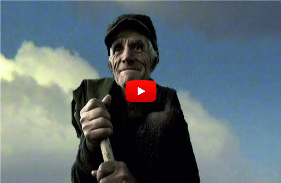 ТРОГАТЕЛНО! Видео, което разкрива как живее старец в България. Задължително го вижте!