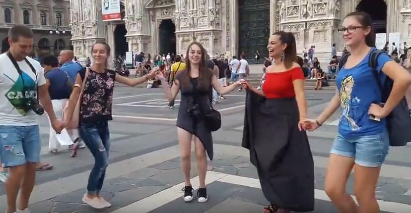 Българи завладяха Милано с Граовско хоро. Вижте прекрасното им изпълнение (ВИДЕО)