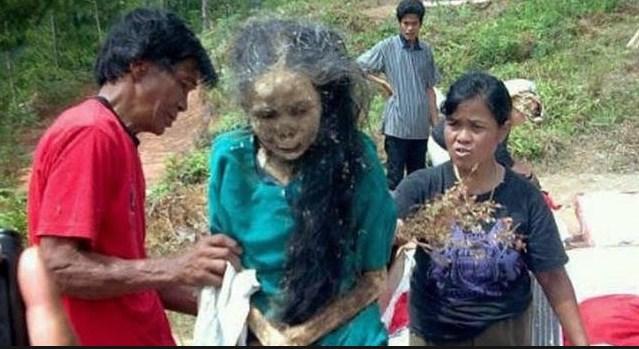 УНИКАЛНО! Племе в Индонезия намери начин да ПРАЗНУВА заедно с мъртвите си близки (18+ ВИДЕО И СНИМКИ)