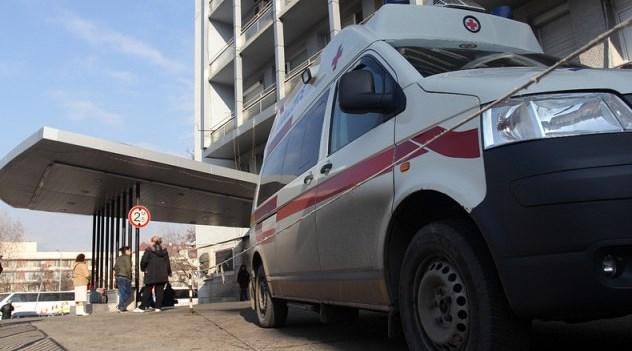 """Оскотяване! Спасиха пациент в """"Пирогов"""", той преби лекаря и строши носа на медицинската сестра"""
