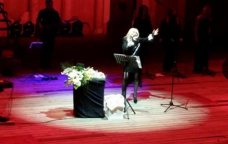Голямата Лили Иванова се развихри, вижте как завърши концерта си (ВИДЕО)