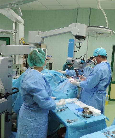 Български лекари направиха уникална операция. Вижте колко часа бяха нужни, за да спасят млада жена в кома!