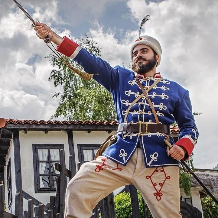 ГОЛЯМ СКАНДАЛ В ПАРЛАМЕНТА! Не допуснаха в сградата патриоти с томчета на ИВАН ВАЗОВ, защото…