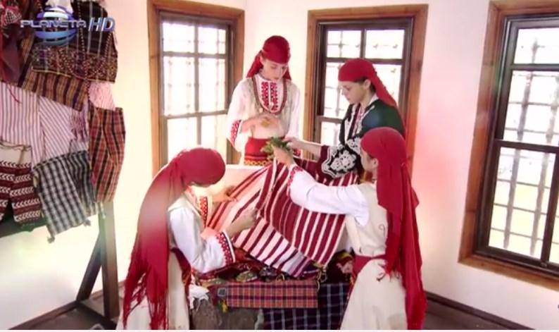 Вижте този истински шедьовър от Родопите! Насладете се на автентична сватба на фона на прекрасна народна музика! (ВИДЕО)