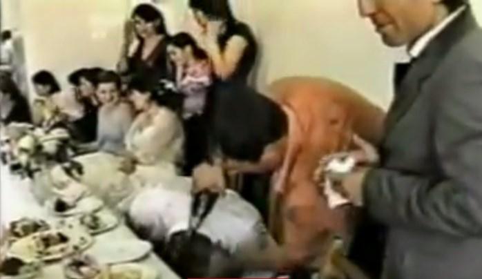 Задминаха нашите роми! Потресаваща сватба, ето в какво алкохолът превръща купонджиите! (ВИДЕО)