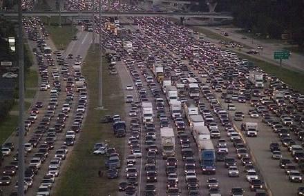 Голямото пътуване започна: 200 000 автомобила напускат София, ето къде са задръстванията!