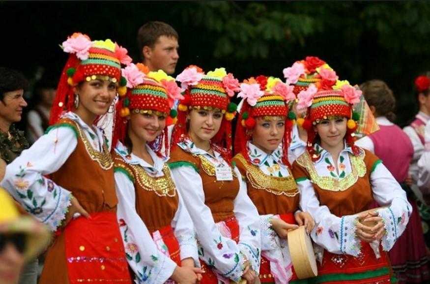 НЯМА ДА ПОВЯРВАТЕ! Българи зад граница пазят диалектите ни чрез…