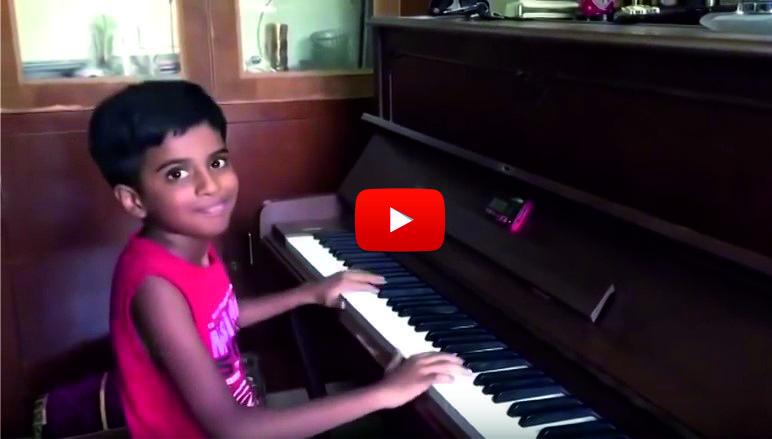 Това дете ще ви ИЗУМИ! Не случайно го наричат Втория Моцарт. Вижте какво направи, когато застана зад пианото! (ВИДЕО)