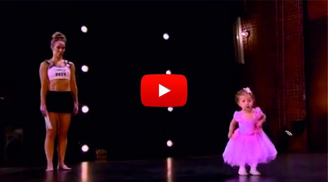 Тази майка разби журито с нейното изпълнение. ГЛЕДАЙТЕ обаче какво се случи, когато на сцената се включи и 2-годишната й дъщеря! (ВИДЕО)