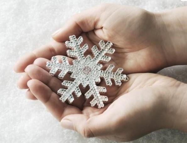 Студените ръце са сигнал за здравословен проблем. Вижте какви са опасностите