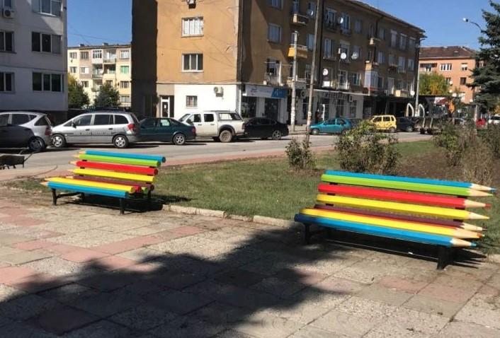 Перник с нова гордост: Пейки от моливи станаха хит в града, децата се радват