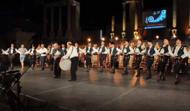 """Спиращо дъха изпълнение на ансамбъл """"Тракия"""": Всеки българин ще настръхне от удоволствие когато чуе този концерт (ВИДЕО)"""