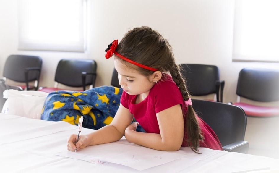 Трогателна история! Очите се НАСЪЛЗЯВАТ от писмото на момиченце до БОЛНИЯ МУ БАЩА. Вижте тази уникална детска терапия!