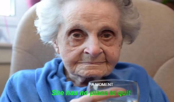 Тя чукна 102 и разкри тайната на дълголетието: Пия и пуша и съм толкова здрава (ВИДЕО)
