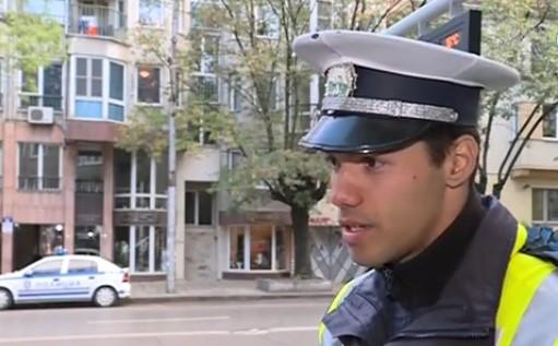 Български полицай трогна хиляди с човещина. Вижте обаче защо се натъжи (ВИДЕО)