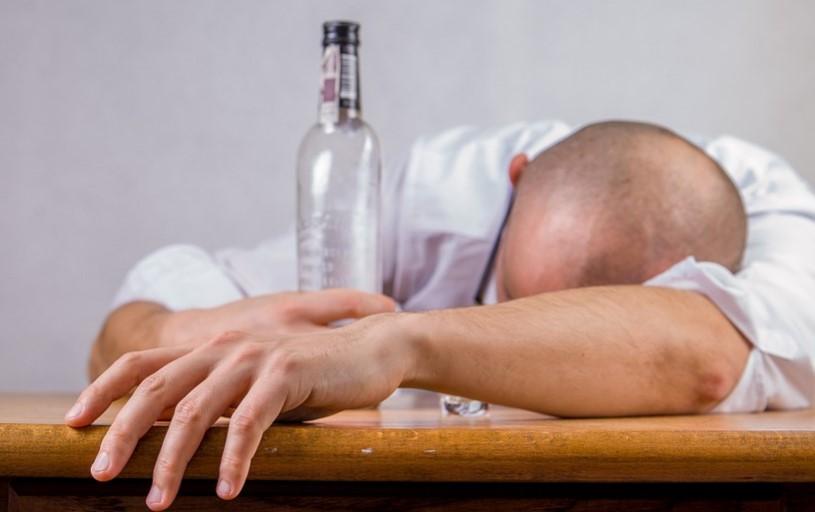 ОТЛИЧНА НОВИНА! Откриха лек за МАХМУРЛУКА, по-добър от ШКЕМБЕ ЧОРБАТА и аспирина. Ако сте прекалили с чашката, вземете едно…