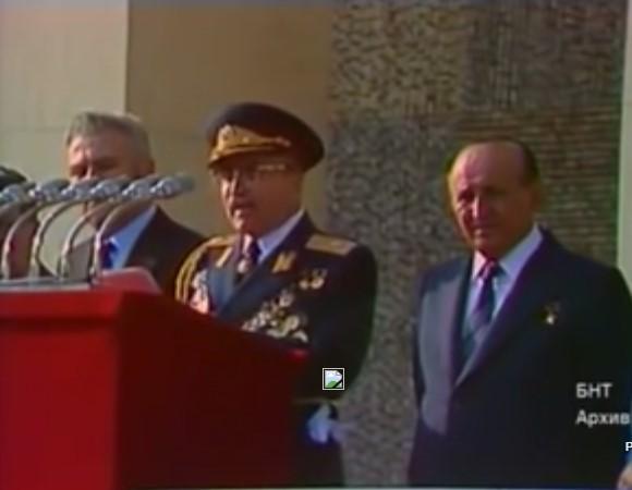 Вижте бляскавия военен парад по случай 1300-годишнината на България! Бяха времена, в които имахме истинска армия (ВИДЕО)