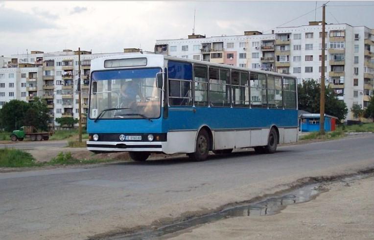 """Възрастен германец се разрида като дете, когато видя какво е останало от завода за автобуси """"Чавдар"""" (СНИМКИ)"""