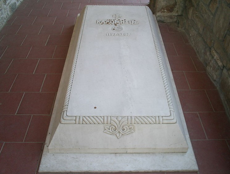 Нещо се случва с гробовете на българските царе! Охранителни камери са заснели мистерия, ето кое е обяснението на историци