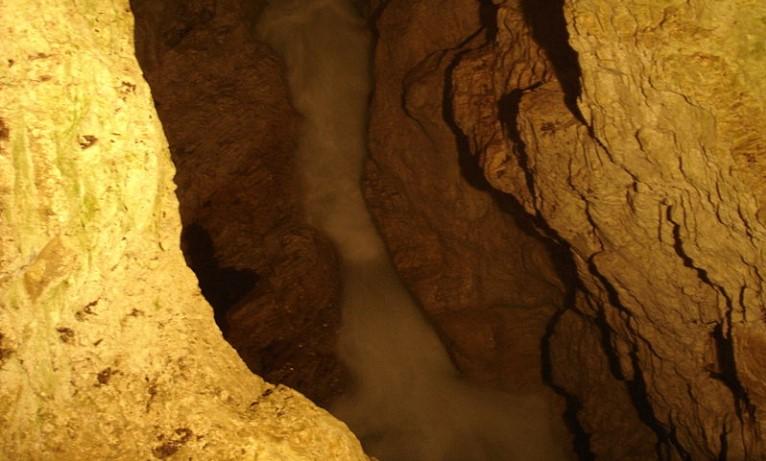 """Пещерата """"Дяволското гърло"""" ревниво пази своята голяма тайна. Научете каква трогателна история е запечатана в недрата й"""